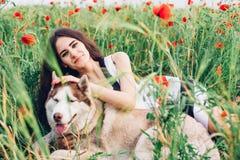 Mujer joven con el perro Fotografía de archivo