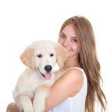 Mujer joven con el perro casero Imagenes de archivo