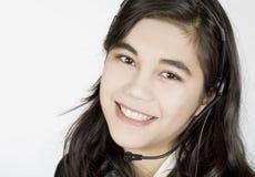 Mujer joven con el receptor de cabeza Imagen de archivo libre de regalías