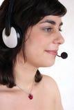 Mujer joven con el receptor de cabeza Fotos de archivo