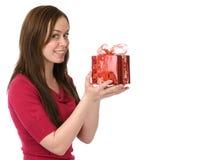 Mujer joven con el rectángulo de regalo Imagenes de archivo