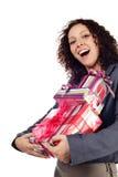Mujer joven con el regalo aislado Imágenes de archivo libres de regalías