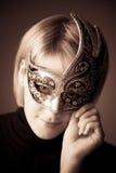 Mujer joven con el retrato de la máscara Imagen de archivo libre de regalías