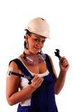 Mujer joven con el sombrero duro y las herramientas Imagen de archivo libre de regalías