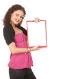 Mujer joven con el sujetapapeles en blanco Foto de archivo libre de regalías
