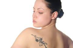 Mujer joven con el tatuaje Imagen de archivo