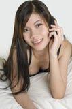 Mujer joven con el teléfono móvil 2 Imágenes de archivo libres de regalías