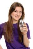 Mujer joven con el vidrio de agua imagen de archivo libre de regalías