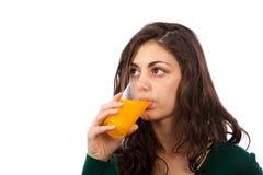 Mujer joven con el zumo de naranja Fotografía de archivo