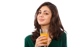 Mujer joven con el zumo de naranja Fotografía de archivo libre de regalías