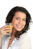Mujer joven con el zumo de naranja Fotos de archivo libres de regalías
