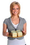 Mujer joven con la bandeja del dinero Imagenes de archivo