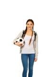 Mujer joven con la bola del pie Imágenes de archivo libres de regalías