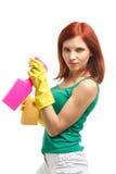 Mujer joven con la botella y la esponja del aerosol Fotos de archivo libres de regalías