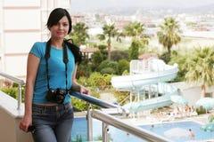Mujer joven con la cámara Foto de archivo