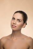 Mujer joven con la cara sana hermosa - aislada Imagenes de archivo