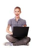 Mujer joven con la computadora portátil Imágenes de archivo libres de regalías