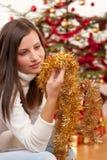 Mujer joven con la decoración de la Navidad Fotografía de archivo libre de regalías