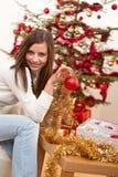 Mujer joven con la decoración de la Navidad Imagen de archivo libre de regalías