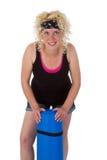 Mujer joven con la estera de la yoga Imagen de archivo