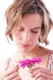 Mujer joven con la flor Fotografía de archivo