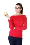 Mujer joven con la manzana fresca verde Imágenes de archivo libres de regalías