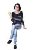 Mujer joven con la manzana fresca verde Imagen de archivo libre de regalías