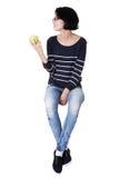 Mujer joven con la manzana fresca verde Fotografía de archivo libre de regalías