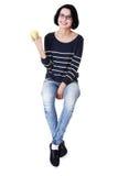 Mujer joven con la manzana fresca verde Fotografía de archivo