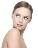 Mujer joven con la piel limpia de la belleza Fotografía de archivo