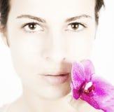 Mujer joven con la piel limpia, fresca fotografía de archivo libre de regalías