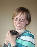 Mujer joven con la rata Fotografía de archivo libre de regalías