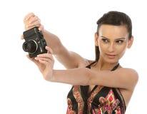 Mujer joven con las cámaras digitales Imagenes de archivo