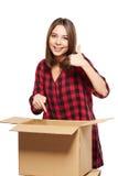 Mujer joven con las cajas de cartón Imagen de archivo libre de regalías