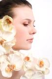 mujer joven con las flores Imagen de archivo