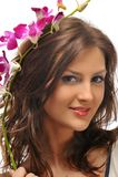 Mujer joven con las flores Foto de archivo