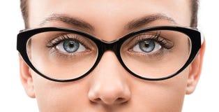 Mujer joven con las lentes Imágenes de archivo libres de regalías