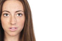 Mujer joven con las pecas Foto de archivo