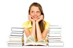 Mujer joven con las pilas de libros Fotografía de archivo