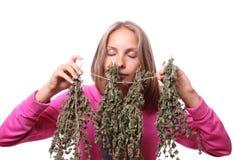Mujer joven con las plantas medicinales, aisladas Imagen de archivo libre de regalías