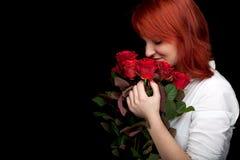 Mujer joven con las rosas Fotografía de archivo