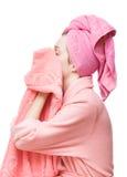 Mujer joven con las toallas imágenes de archivo libres de regalías