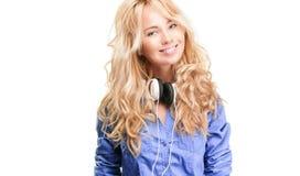 Mujer joven con los auriculares. Imágenes de archivo libres de regalías