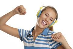 Mujer joven con los auriculares Fotografía de archivo