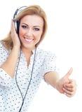 Mujer joven con los auriculares Foto de archivo