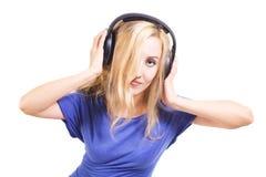 Mujer joven con los auriculares aislados Fotografía de archivo