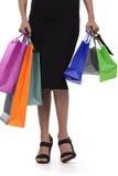 Mujer joven con los bolsos de compras Fotos de archivo