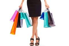 Mujer joven con los bolsos de compras Fotografía de archivo