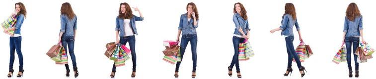 Mujer joven con los bolsos de compras aislados en blanco imágenes de archivo libres de regalías