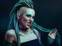 Mujer joven con los dreadlocks Foto de archivo